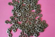 Boutons métalliques